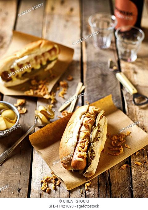 Hot dogs with chilli and cheddar sauce