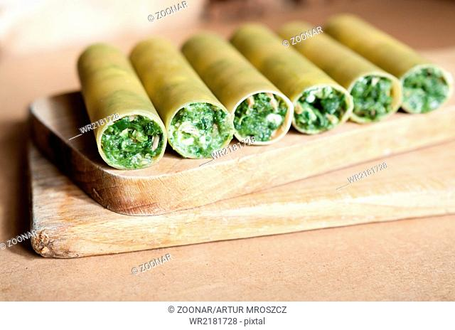 Raw cenelloni with spinach and melted mozzarella