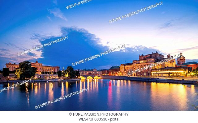 Sweden, Stockholm, view to opera house and palace in the evening