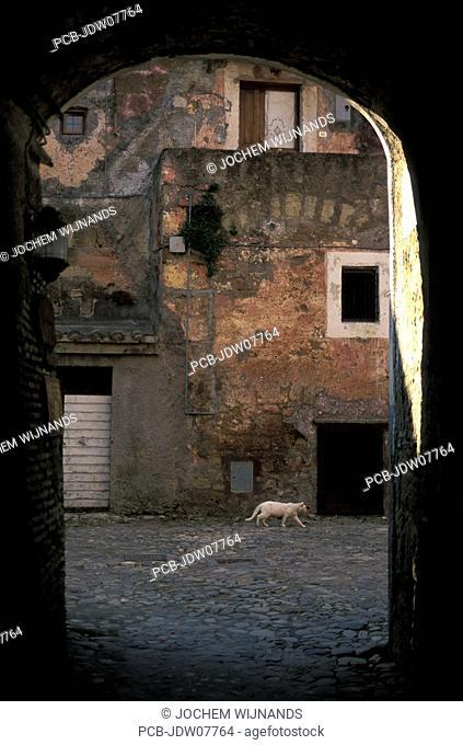 Calcata, narrow streets