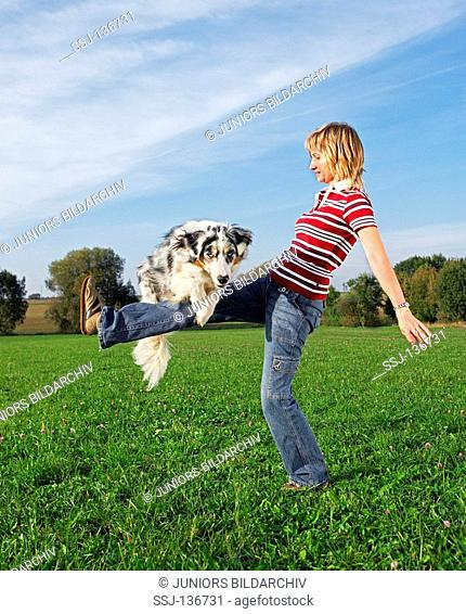 woman and Australian Shepherd restrictions: Tierratgeber-Bücher / animal guidebooks