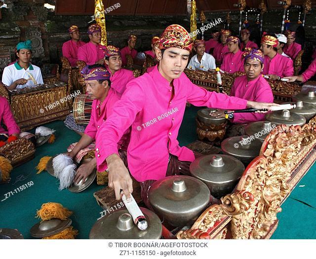 Indonesia, Bali, Mas, temple festival, gamelan musicians, odalan, Kuningan holiday