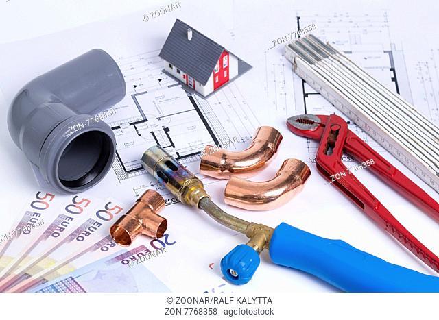 Das Foto zeigt diverse Materialien, Werkzeuge eines Installateurbetriebes