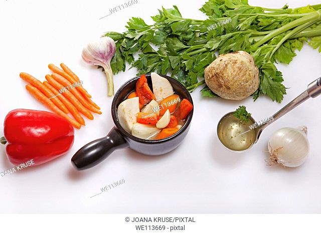 Ingredients for the preparation of a fresh red pepper and carrot soup