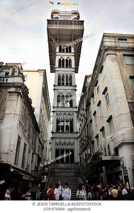 Paisaje urbano al atardecer  Elevador de Santa Justa  Lisboa  Portugal