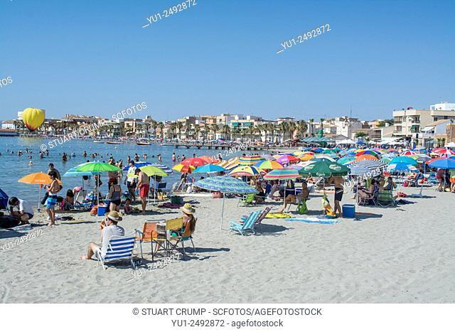 Crowds of sunbathers gather on Los Alcazares beach