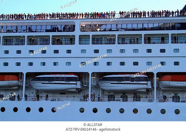 MSC ARMONIA LINER & TOURISTS; VENICE, VENEZIA, ITALY; 01/08/2014
