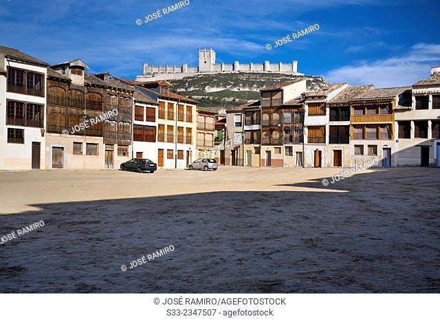 Coso square and castle in Peñafiel. Valladolid. Castilla León. Spain