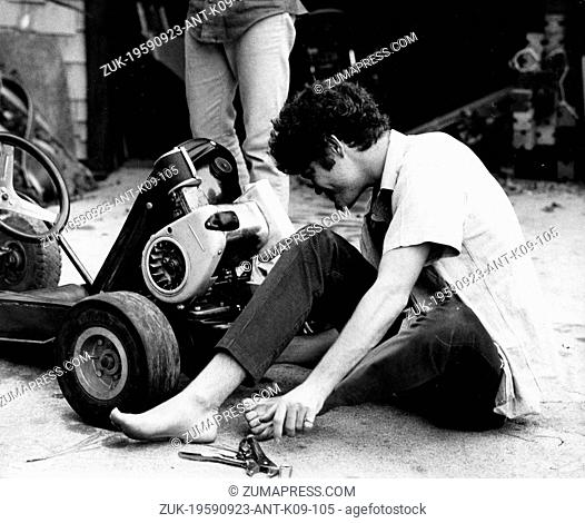 Sep. 23, 1959 - Los Angeles, CA, USA - The Monkees member MICKY DOLENZ building his go-kart at his home. (Credit Image: © Keystone Press Agency/Keystone USA via...