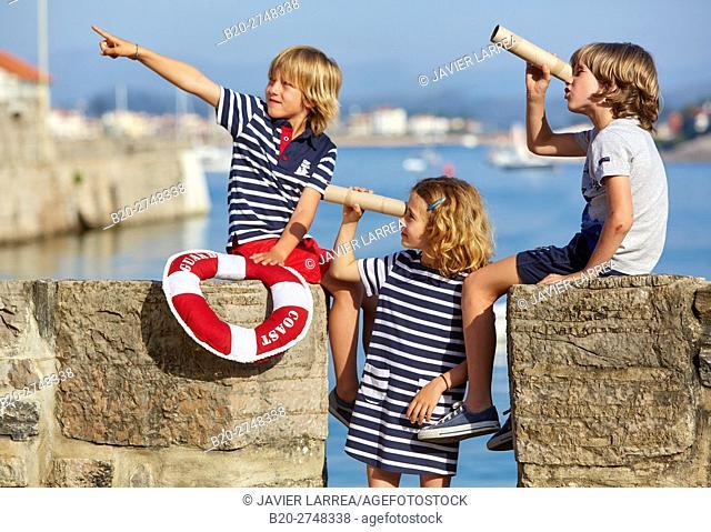 children playing, Port Socoa, Ciboure, Aquitaine, Pyrenees Atlantiques, France, Europe