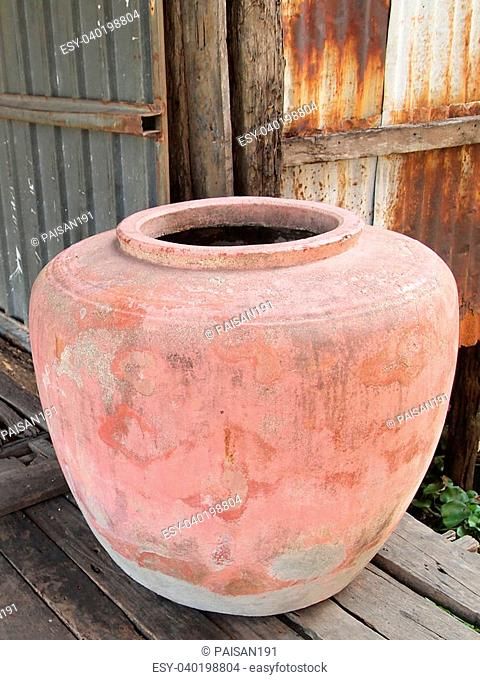 Clay pot on drinking water is the Thai way of life