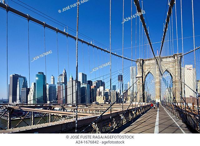 Walkway, Brooklyn Bridge and downtown Manhattan, New York City, USA