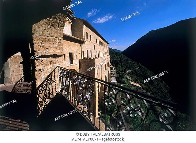 Photograph of the Italian village of Pitigliano