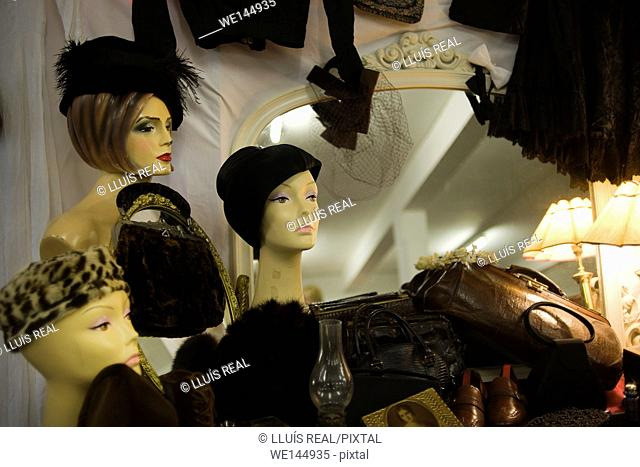 female heads of vintage mannequins with hats at a flea market in Brick Lane, East London, London, England, UK, Europe
