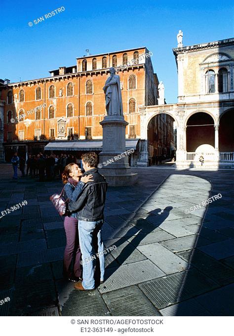 Piazza dei Signori. Dante's statue. Romeo & Juliet. Love pilgrims. Verona. Italy