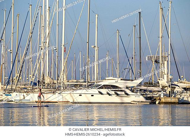France, Var, Iles d'Hyeres, national park of Port-Cros, Island of Porquerolles, sailboats and pleasure boats alongside the quay