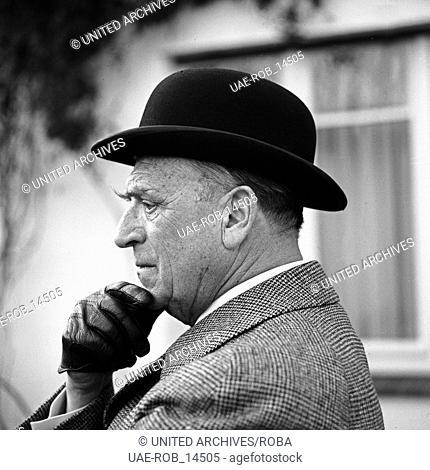 Der deutsche Schauspieler Robert Meyn in Hamburg, Deutschland 1960er Jahre. German actor Robert Meyn at Hamburg, Germany 1960s