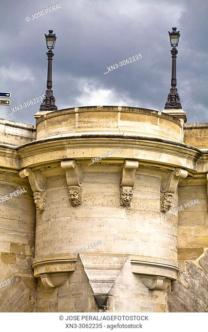 Pont Neuf, lamppost base with sculptures in bridge, point of the Île de la Cité, River Seine, Paris, France, Europe