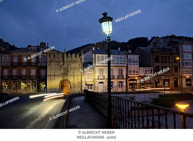 Spain, Galicia, Viveiro, bridge Ponte da Misericordia with view to Porta Carlos V by night