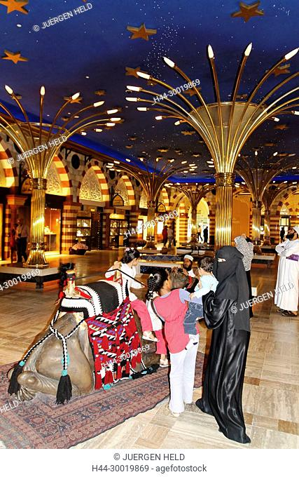 Arab Emirates, Dubai, Dubai Mall next to Burj Khalifa, biggest shopping mall in the world with more than 1200 shops
