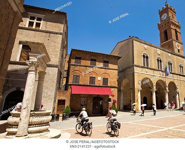 At left travertine Well in square Pio II, Piazza Pio II, at right Palazzo Comunale, town hall, Corso il Rossellino street, Pienza, Val d'Orcia, or Valdorcia