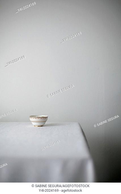 Chocolate pie recipe. Shabby bowl on table