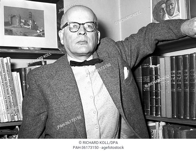 Historian Professor Dr. Ludwig Dehio died on the 24th of November in 1963. The picture show Ludwig Dehio in his office (undated archive picture)