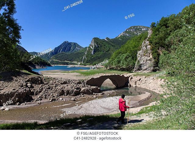 Pantà d'Escales. Santa Maria de Lavaix. Vall de Boí. Lleida, Spain