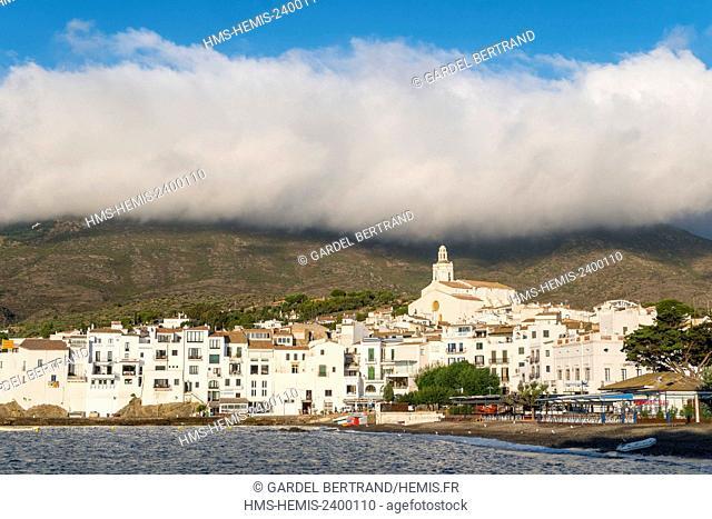 Spain, Catalonia, Costa Brava, Girona province, Cadaques, the Santa Maria church overhangs the village