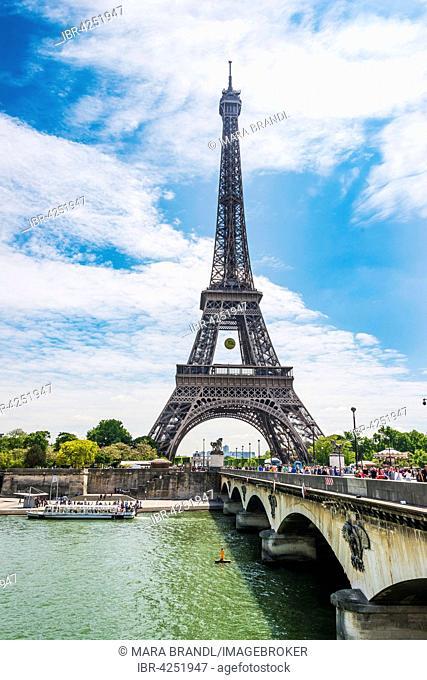 Eiffel Tower, Tour Eiffel with Pont d'Léna and Seine, Paris, Ile-de-France, France