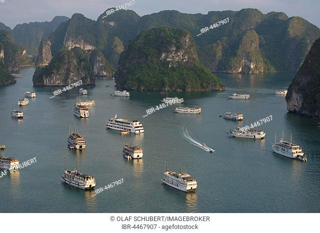 Halong Bay with boats, limestone cliffs, the Gulf of Tonkin, Halong, North Vietnam, Vietnam