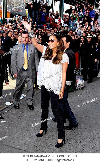 Jennifer Lopez at in-store appearance for COMO AMA UNA MUJER CD-Signing by Jennifer Lopez, F.Y.E. Store in the Bronx, New York, NY, March 28, 2007