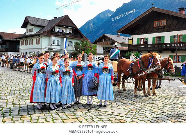 Germany, Bavaria, traditions, Trachtler, to erect a maypole