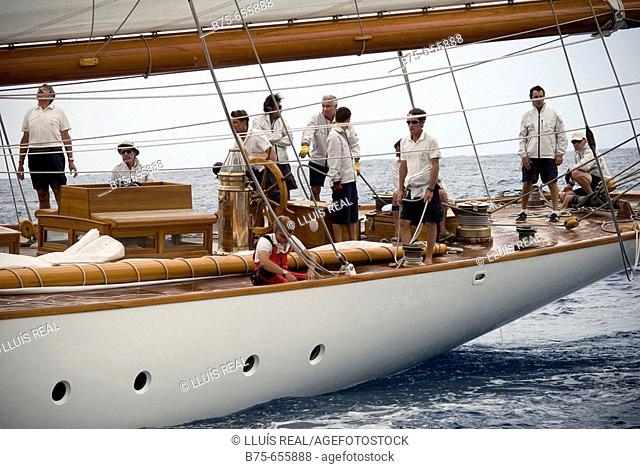 Vintage yachts race