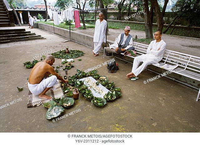Funeral ritual at Pashupatinath near Kathmandu, Nepal