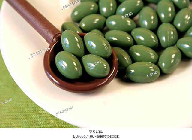 FOOD SUPPLEMENT<BR> <BR>Food supplements for hair and nails, with extracts of watercress, coconut oil, flour of white lupin, zinc of selenium and vitamines B5