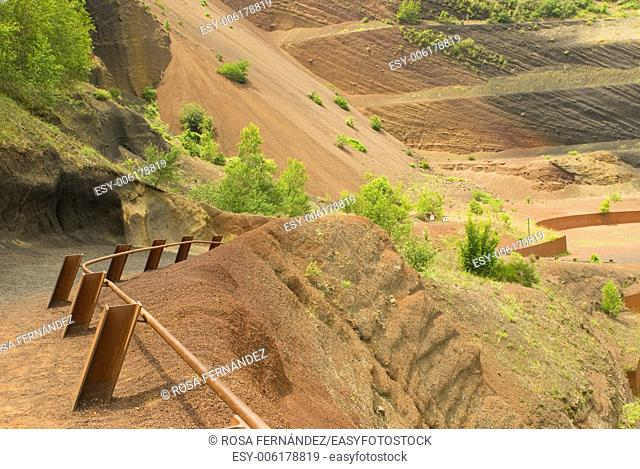 Access path to Croscat volcano, Santa Pau, La Garrotxa, Girona, Cataluña, Spain