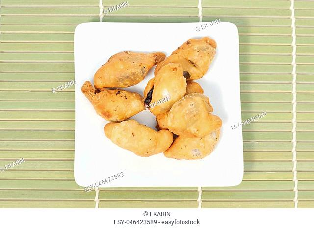 Thai crispy fried snack on bamboo map