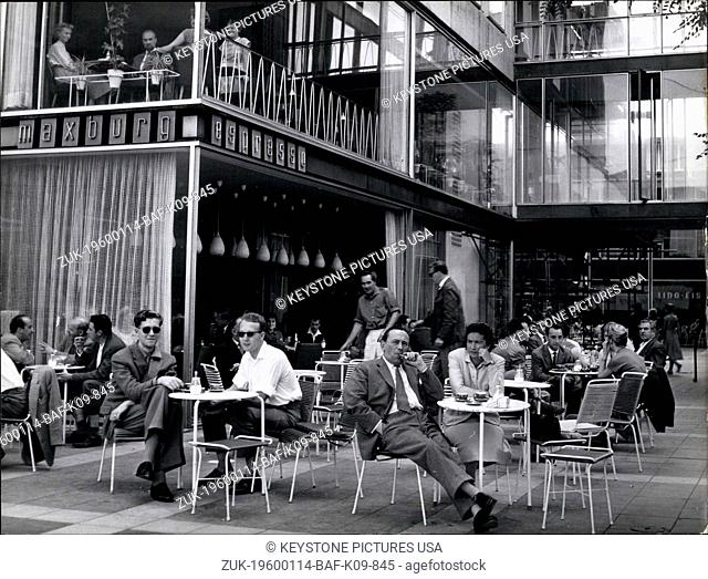 1967 - Southern atmosphere to find at the street - offer houses at the Maxburg, a very modern building complex in the center of Munich