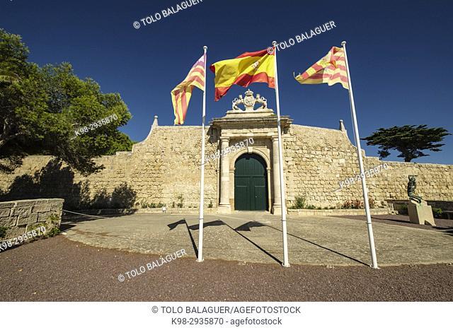 Puerta de los Leones, Entrada Principal de la isla del Lazareto, old military hospital, Illa del Llatzeret, interior del puerto de Mahón, Minorca