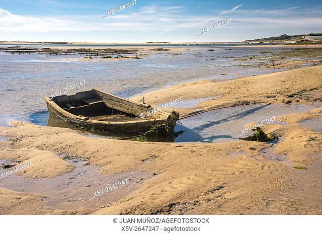 Beached boat. Cancela Velha. Algarve. Portugal
