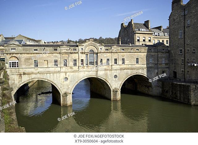 Pulteney Bridge over the river avon Bath Somerset England UK