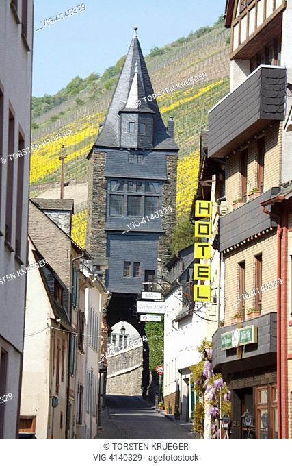 Bacharach : Steeger Tor mit Weinberg und Altstadt