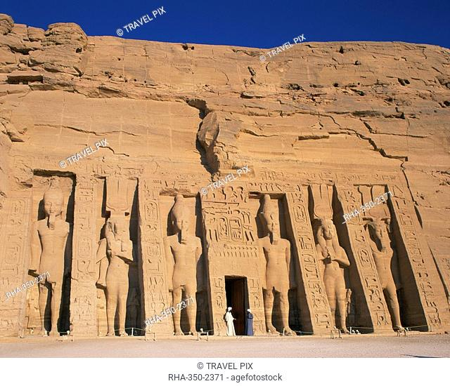 Statues of Ramses II and Queen Nefertari on front of the Temple of Hathor, built in honour of Queen Nefertari, Abu Simbel, UNESCO World Heritage Site, Nubia
