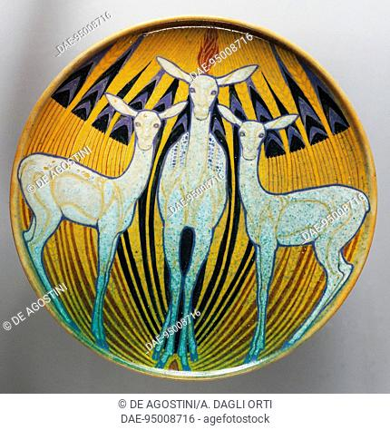 Plate decorated with deer, 1924, ceramic, Italy, 20th century.  Genoa, The Wolfsonian Foundation (Arts And Crafts Museum)