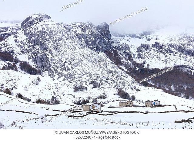 Cabaña pasiega, Portillo de la Sía, Soba Valley, Valles Pasiegos, Cantabria, Spain, Europe