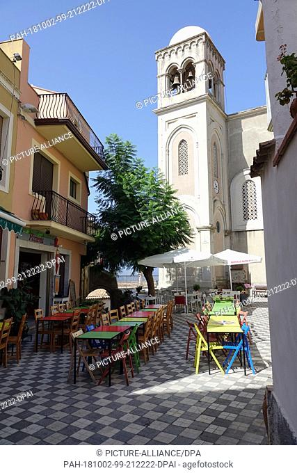 06 September 2018, Italy, Castelmola: 06 September 2018, Italy, Castelmola: A restaurant with colourful tables and chairs in Piazza Duomo in the mountain...