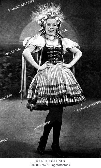 "Martha Eggerth Die attaktive Operettensaengerin Sylva Varescu (Martha Eggerth) feiert in der Rolle der """"Czardasfuerstin"""" grosse Erfolge"