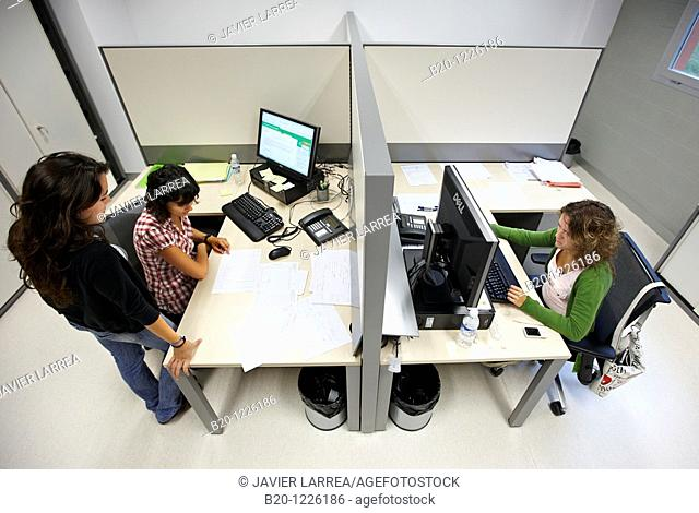 Office, Materials Physics Center is a joint center of the Spanish Scientific Research Council CSIC and the University of the Basque Country UPV/EHU