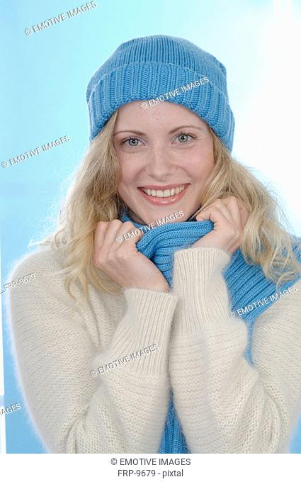 Woman wearing pullover, wooly hat and scarf
